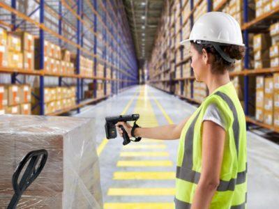 mc3390r-photography-application-warehouse-woman-scanning-box-print-300dpi